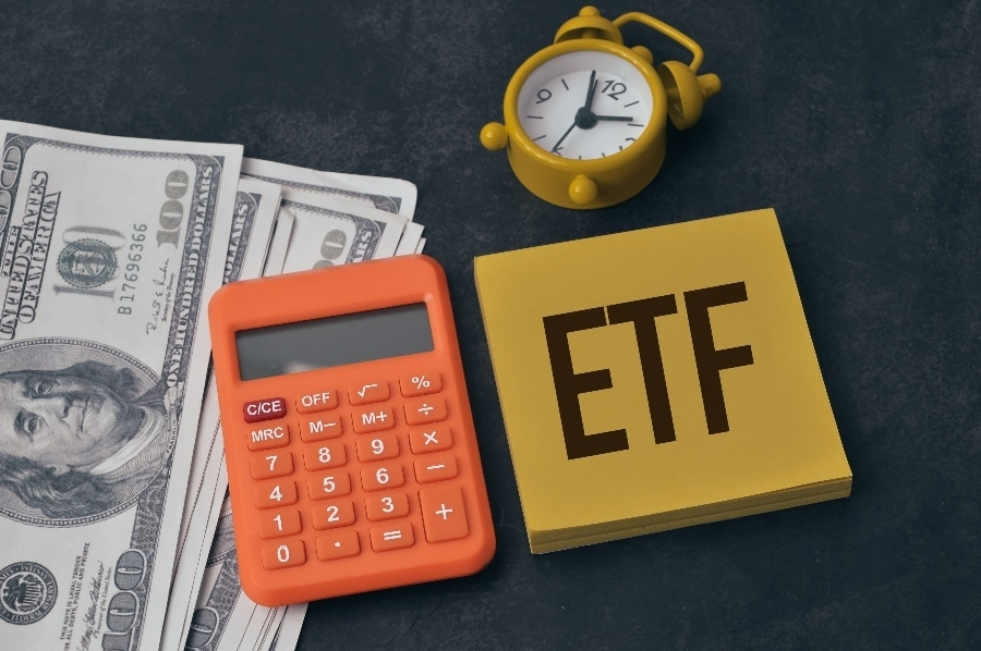 ETFs: Investors move to ETFs